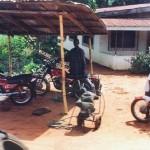 Un meccanico per motociclette. Come Crea, come Pellegrini, come Tecnomoto, come Scola. Ma tu lasceresti a un meccanico nigeriano fare un intervento sulla tua amata?
